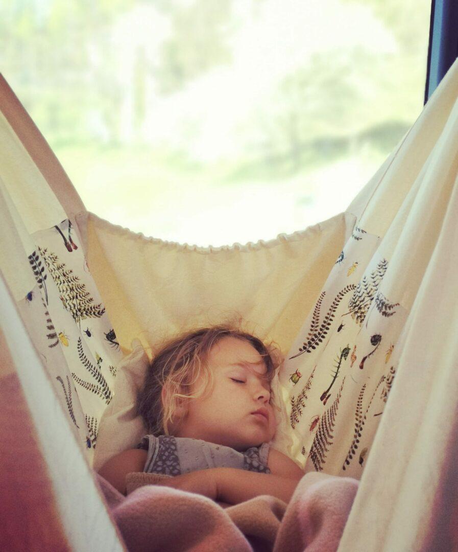 Pomoc w usypianiu i wyciszeniu dziecka + FILM
